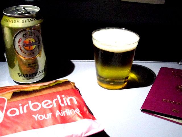 Bierglas im Flugzeug