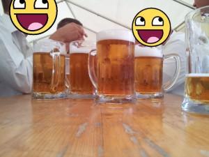 Bierglas Seidel am Tisch