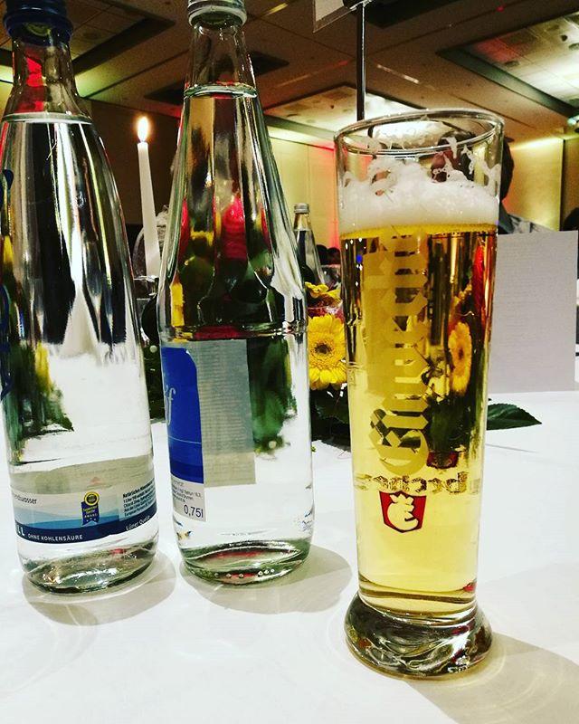#weihnachtsfeier mit der Firma. #Einbecker #dahabeichaktiendran #bierglas #bier