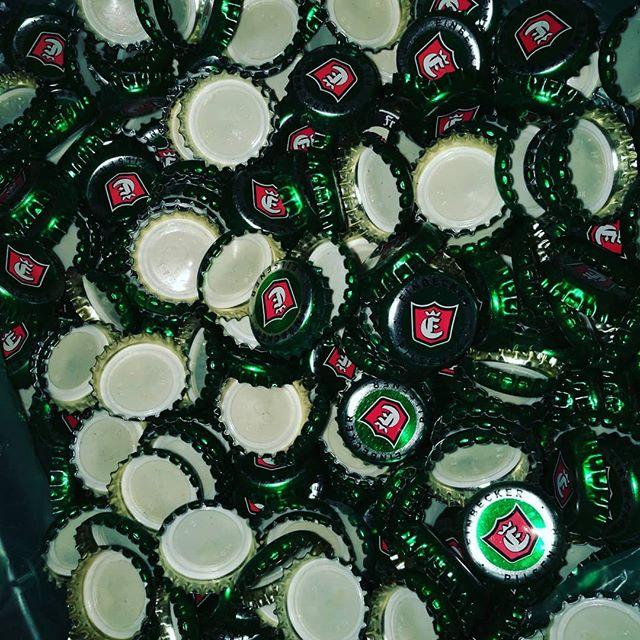 Was tun mit so vielen #Einbecker #Kronkorken ;) 🤔 @einbecker_brauhaus #bier #feierabend #handwerk #möbel