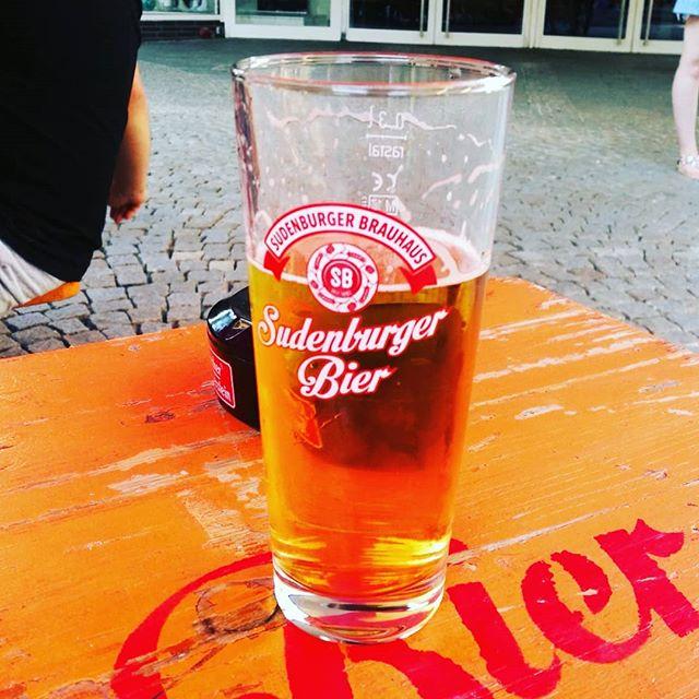#bier #bierglas #bierbörse #hildesheim - Und nach der Arbeit trinken wir das gute #Sudenburger Bier. Becher von #rastal