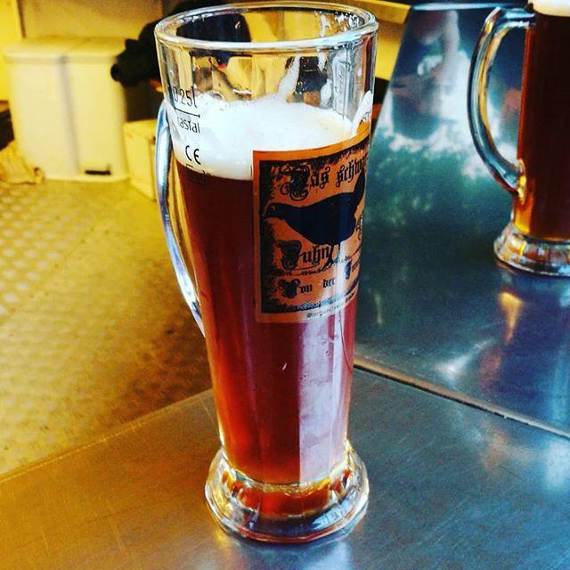 #schwarze #huhn #grasdorf #bier. Das Bierglas ist mit Henkel und von #rastal. #bierbörse  #hildesheim