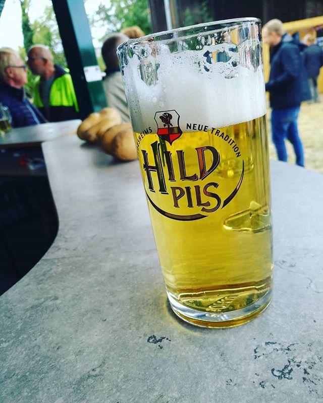 Das gute #hildpils aus #hildesheim beim Kartoffelfest in #kemme - wer war da schonmal? #bier #bierglas #kartoffel #ernte Allerdings schon n guten Monat her.