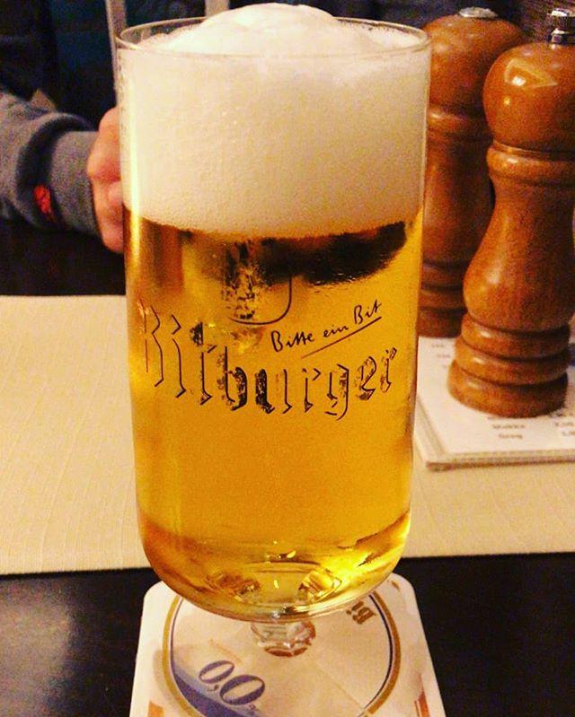 @bitburger #bierglas. Schönes #Logo. Gefällt mir. Habe ich schon mehrmals gesagt. Und danke @kevingereke1 für das #bier. #prost